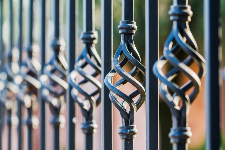 Choosing Iron vs. Aluminum Railings image